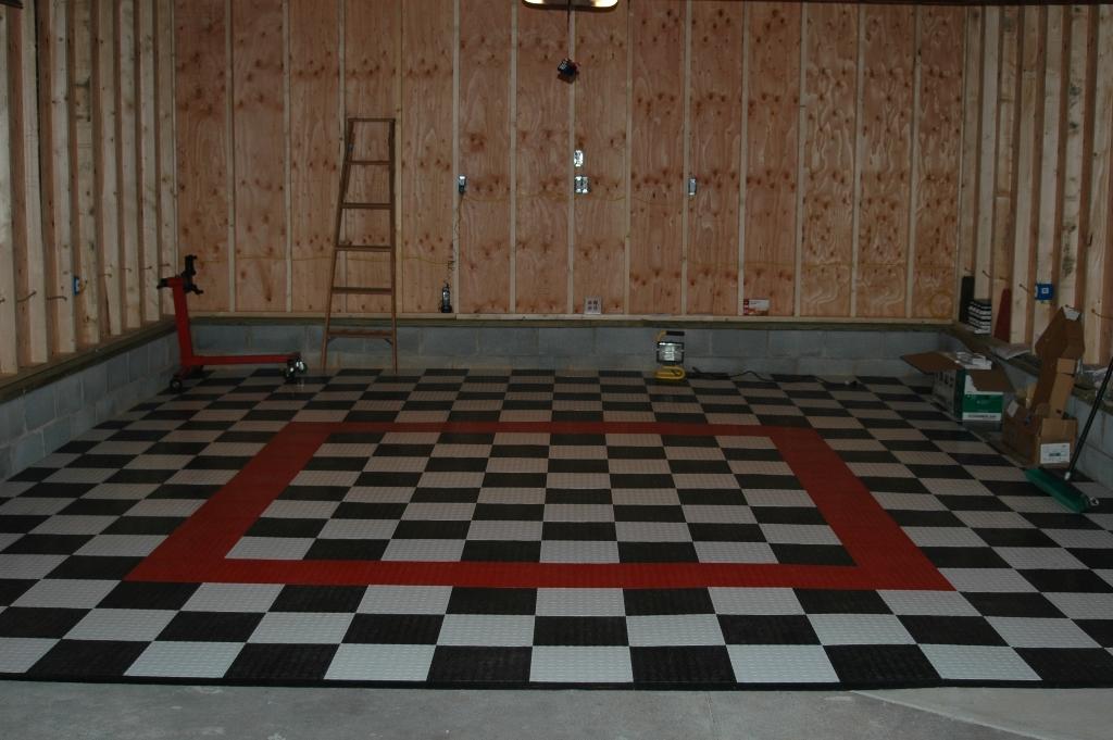 Diamond Garage /& Shop Floor Tile MADE IN THE USA GarageTrac in BLACK 24 Pack